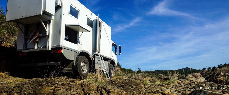 expeditionsmobil-koffer-gelände-hinten