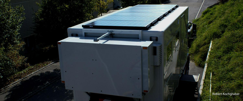 sind-reisen-in-einem-LKW-nachhaltig-solaranlage-expeditionsmobil