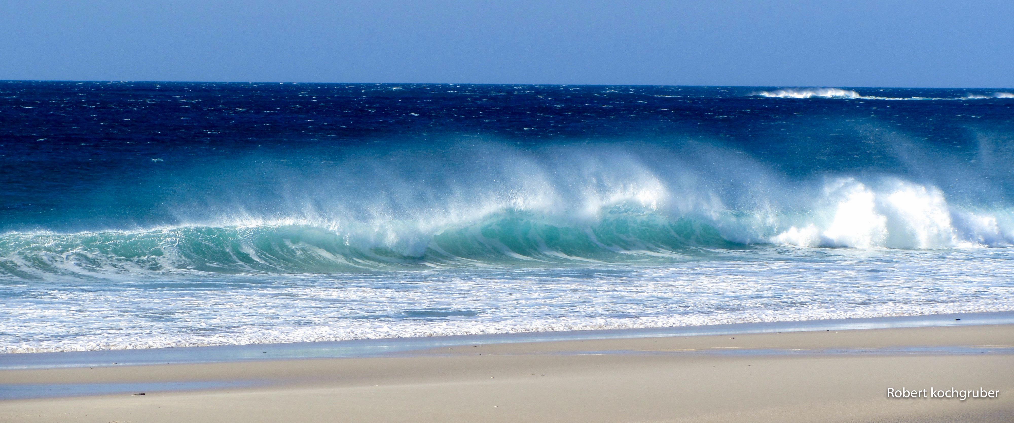 Praia-de-louro-strand-gischtwellen-galicien-spanien-winterreisen-mit-dem-wohnmobil