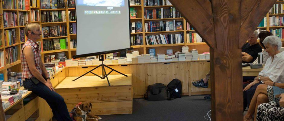 Lesung einmal anders-Kirchzartener Buecherstube_Ein Hund, sein Rudel und drei Rucksaecke