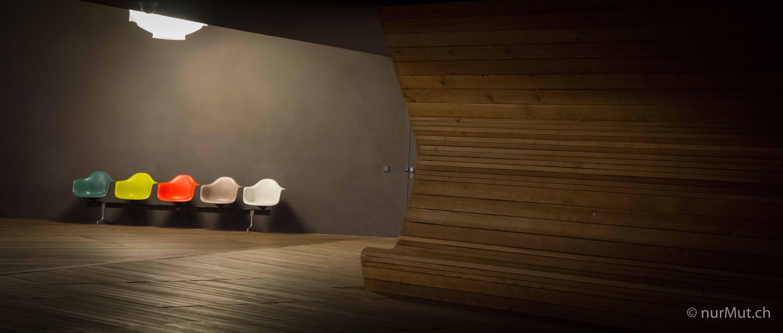 Herbstlicher Suedwesten-Vitra-Designstühle-Charles Eames