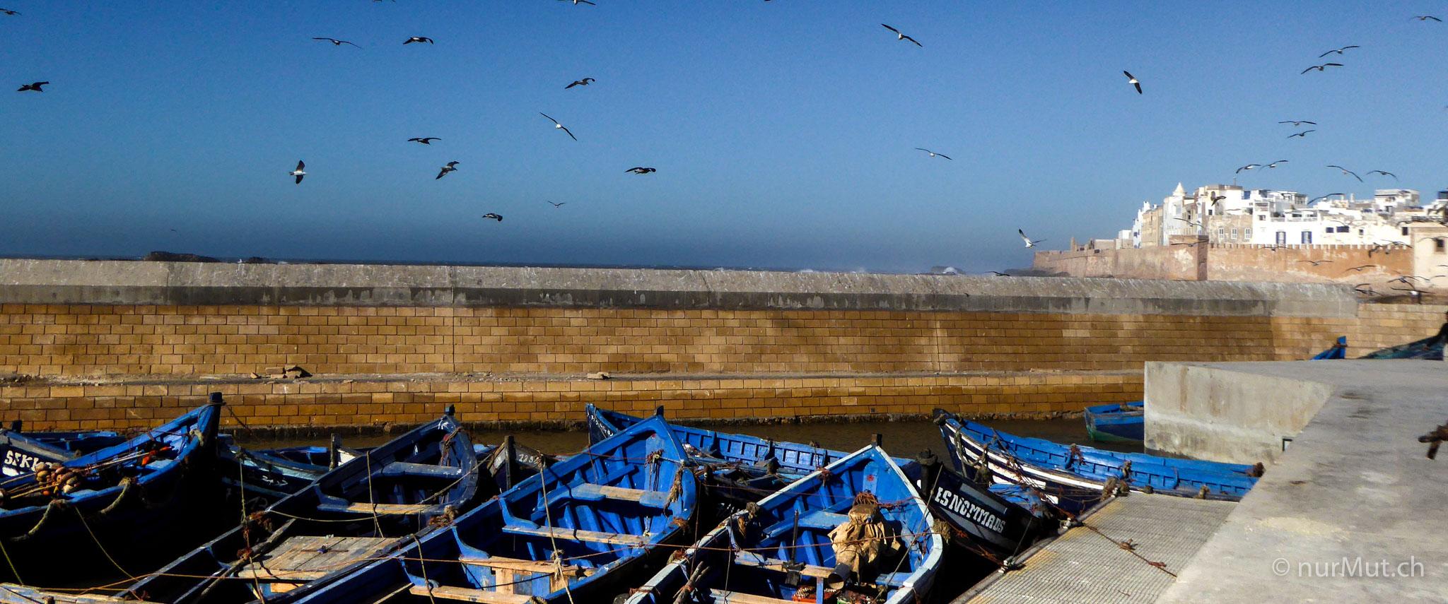 marokkanische Berber-essaouira-marokko-hafen-fischerboote marokko