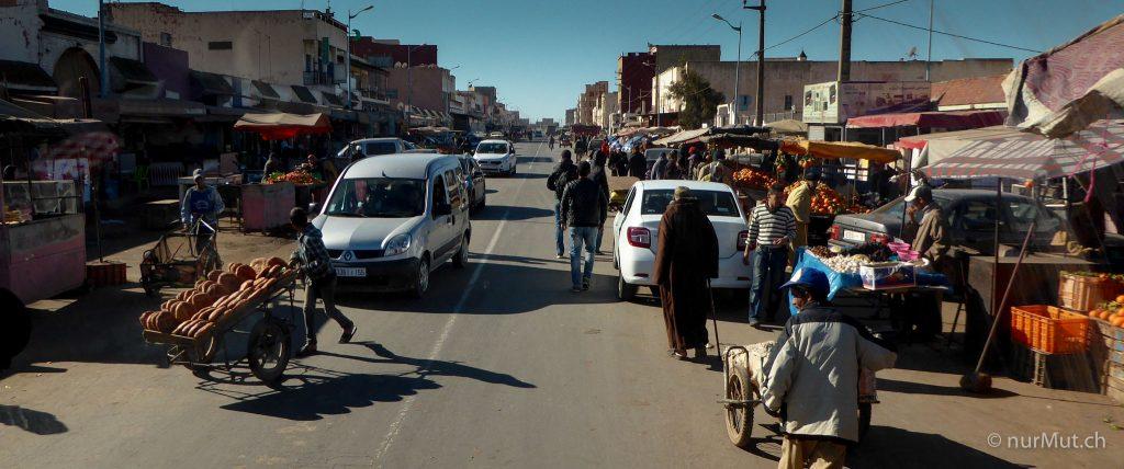 marokkanische Berber-Markt-Strassenmarkt-Marokko