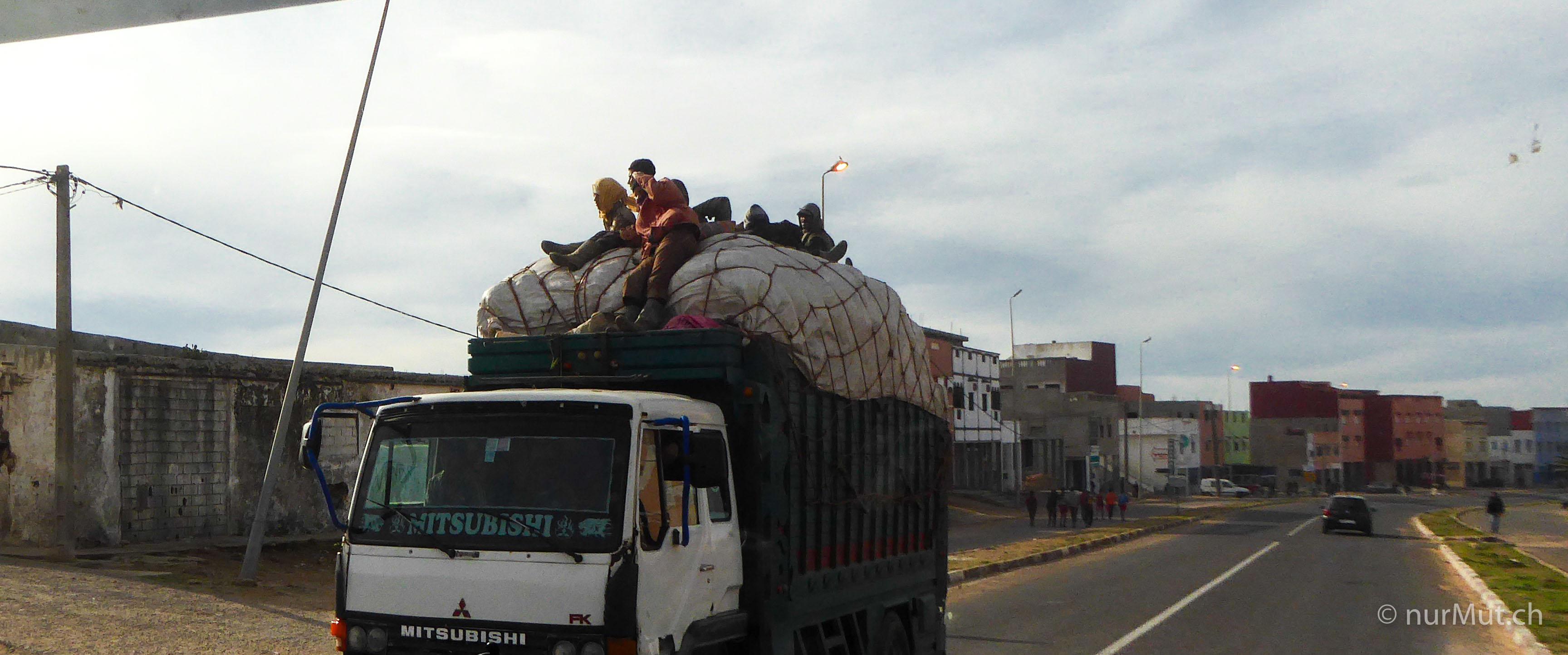 mit hund und reisemobil nach marokko-marokko-lkw-personentransport marokko-nurmut