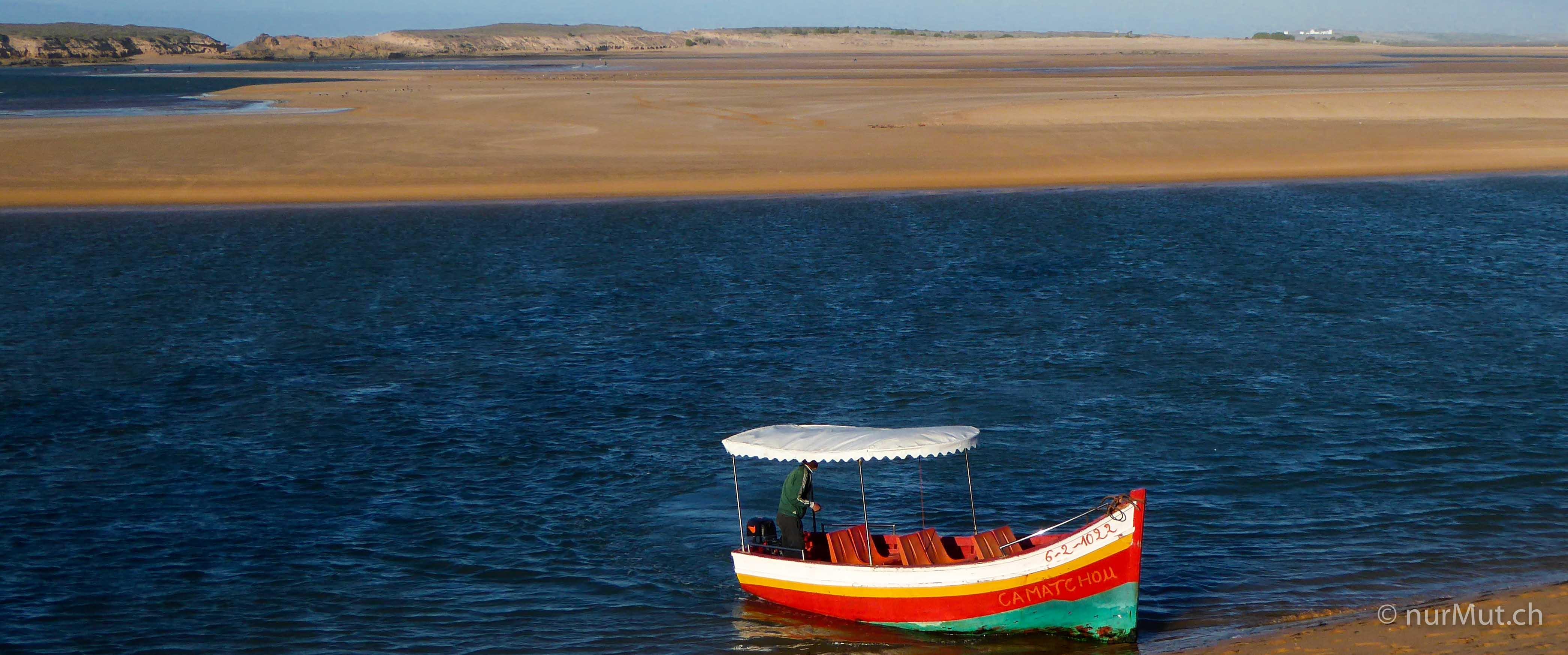 mit hund und reisemobil nach marokko-lagune marokko-lagune oualidia-boot-atlantik-oualidia