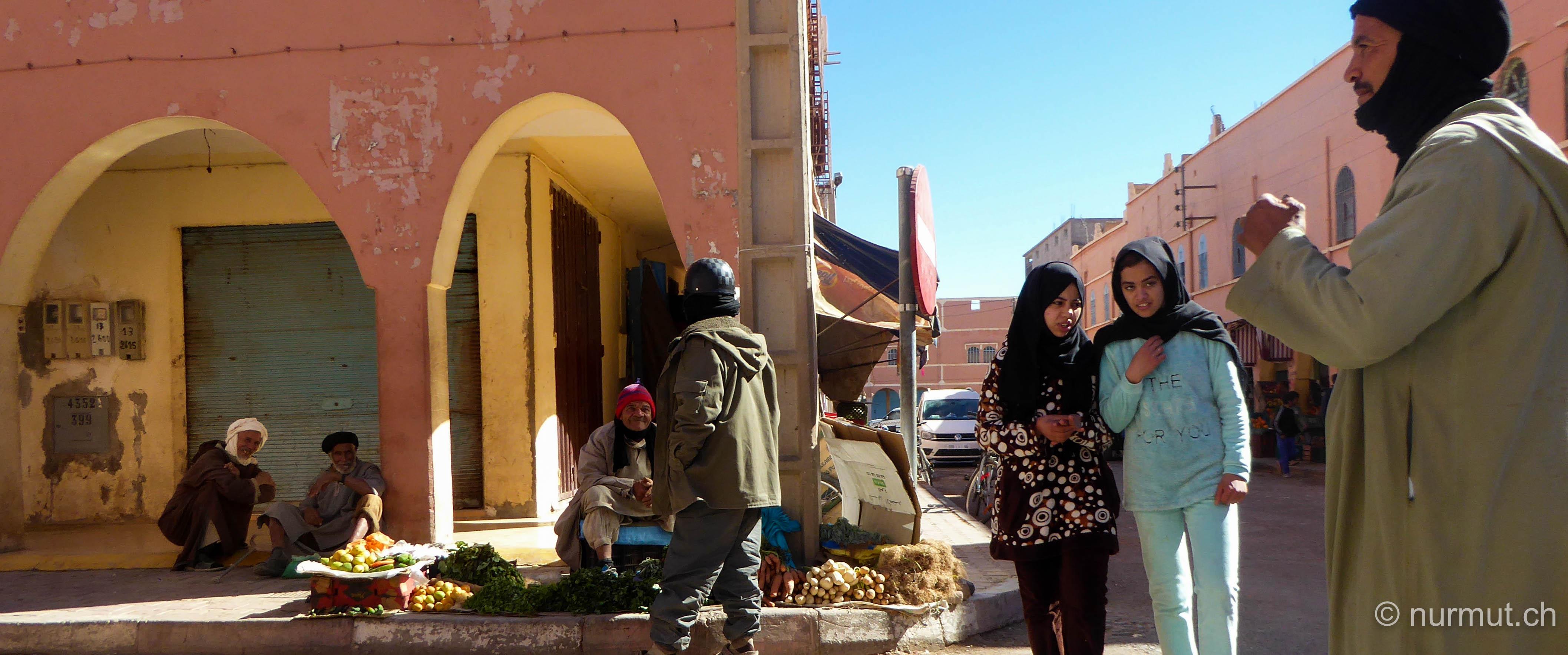 im winter in marokko-nurmut-tata-marokko-marokkaner-berber-strassenmarkt