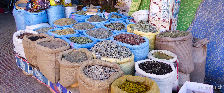 im winter in marokko-nurmut-marokko-gewuerze-markt