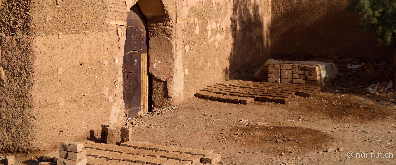 im winter in marokko-nurmut-agdz-lehmziegelbau-ksar-marokko