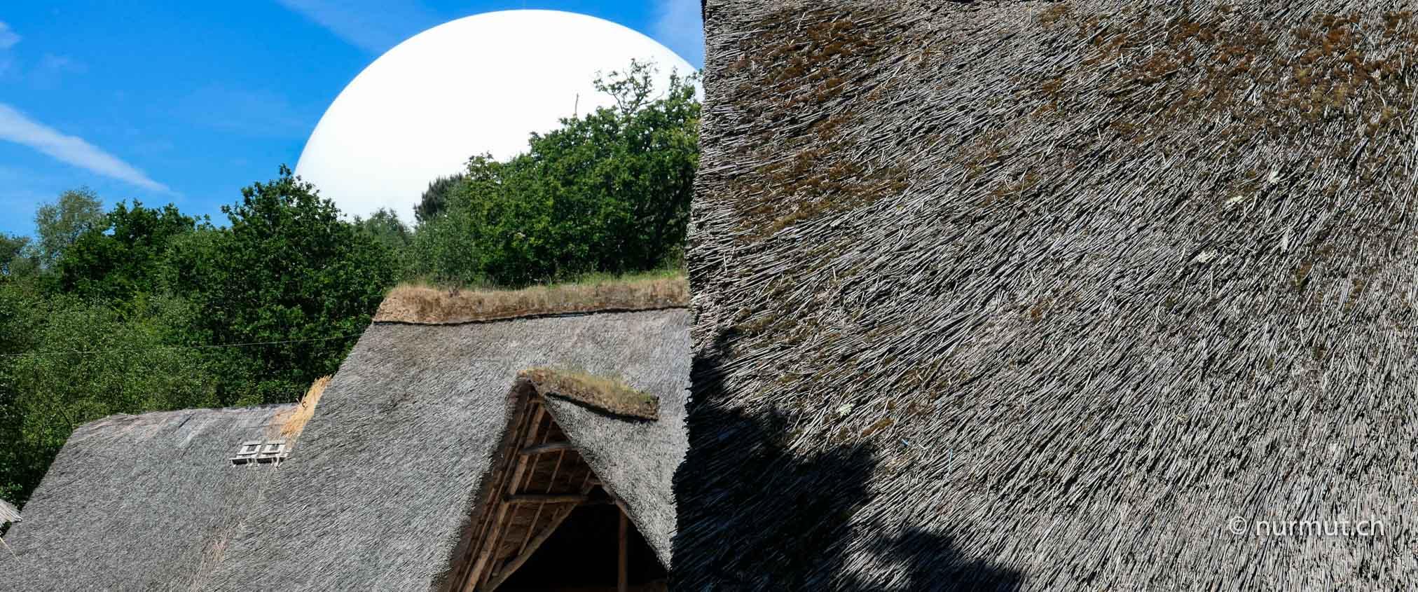 Bretagne-im-Winter-mit Wohnmobil-und-Hund-Village-Gaulois-Pleumeur-Bodou