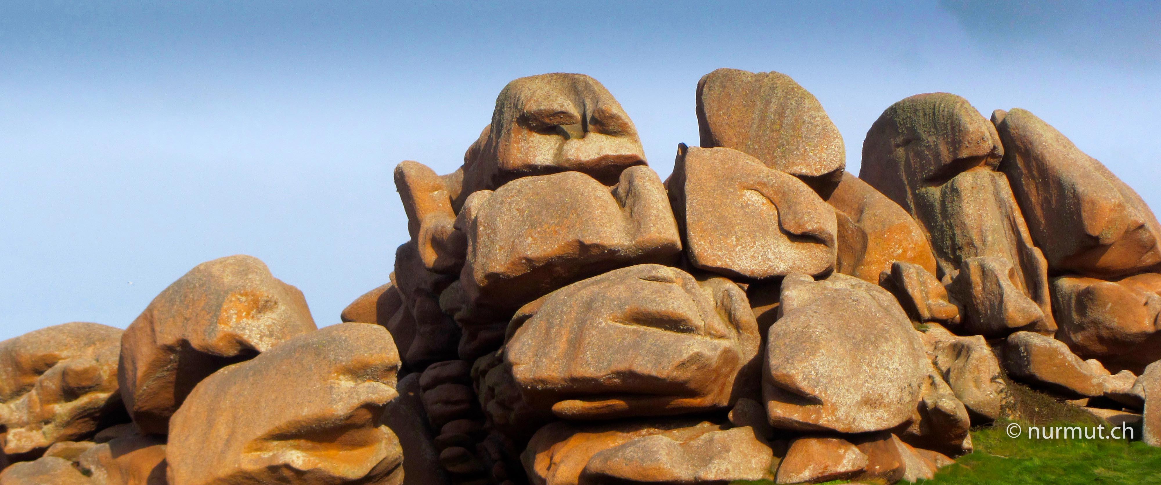 Bretagne-im-Winter-mit Wohnmobil-und-Hund-Côte-Granit-Rose-Felsen