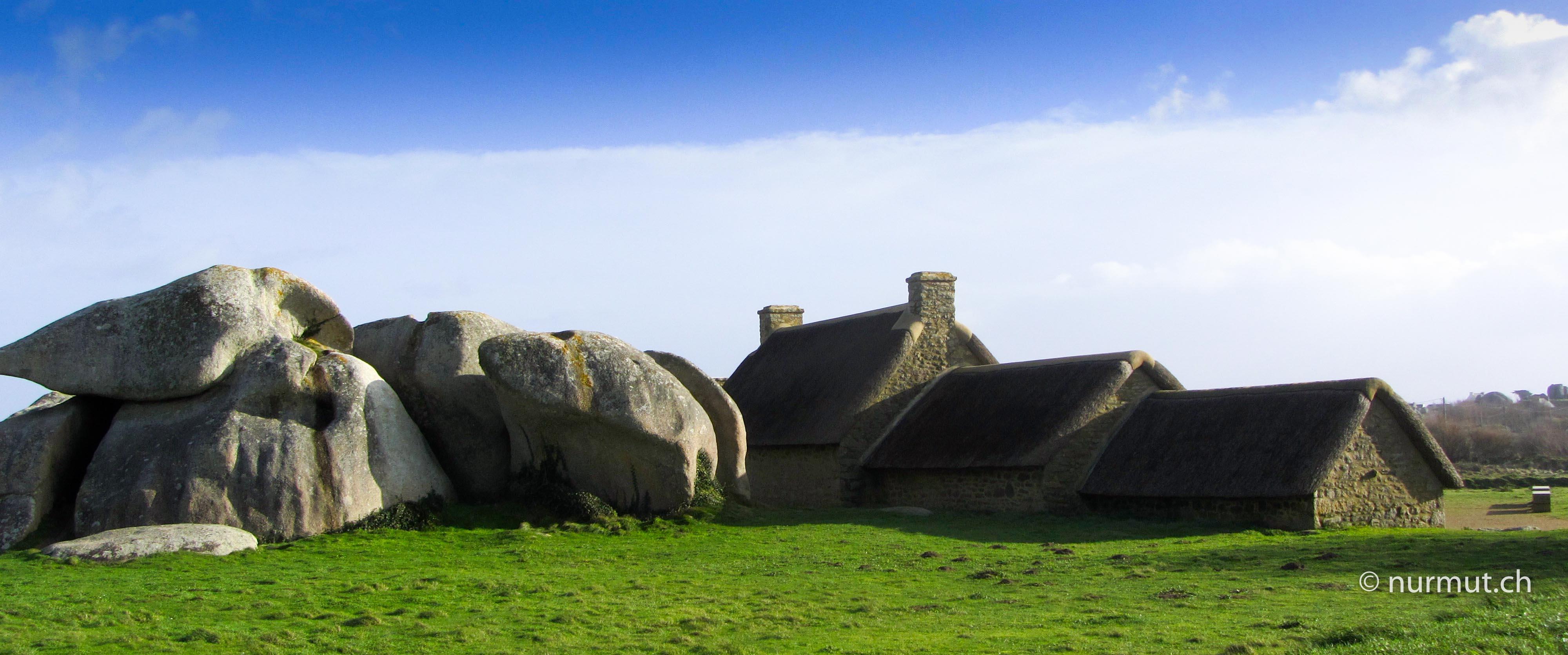 Bretagne-im-Winter-mit Wohnmobil-und-Hund-Meneham-Menhire-gallische-Häuser