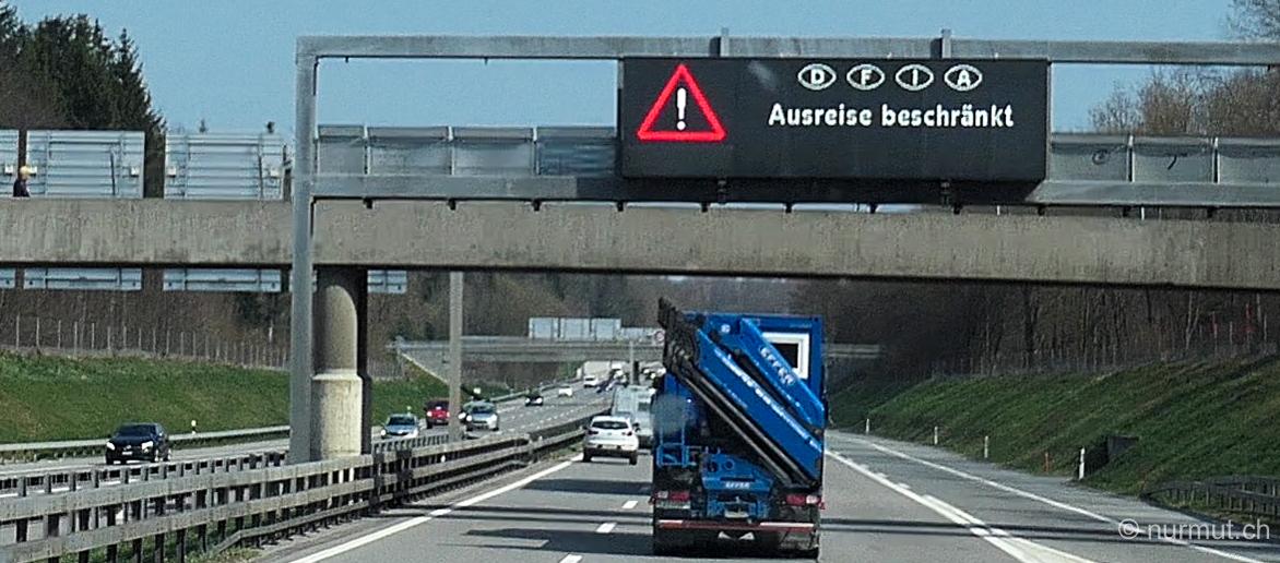corona-krise-auf-reisen-warnschild-schweiz-ausreise-beschränkt