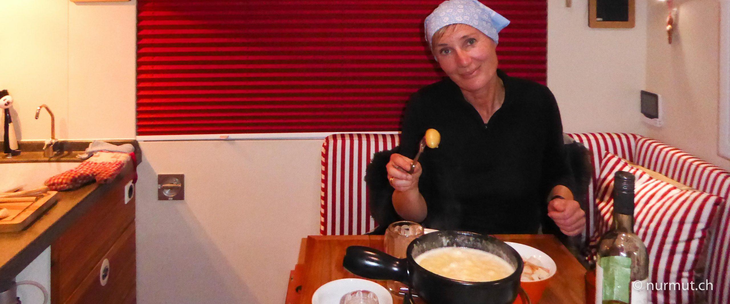 sind-reisen-in-einem-LKW-nachhaltig-fondue-expeditiosmobil